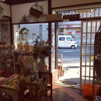 奈良雑貨屋ぎんのいす