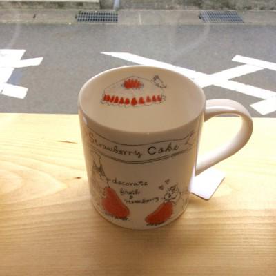 奈良王寺・雑貨屋ぎんのいす・猫マグいちごショートケーキの飾りづけ。